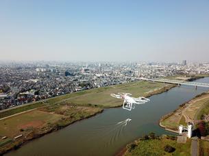 江戸川上空のドローンの写真素材 [FYI01175908]