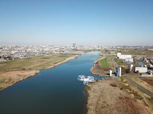 江戸川上空のドローンの写真素材 [FYI01175909]