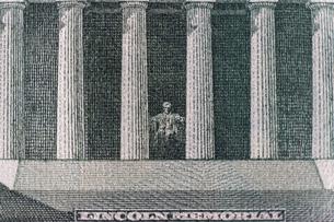 5ドル紙幣 LINCOLN MEMORIALの写真素材 [FYI01176132]