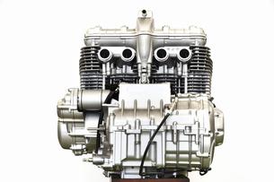 大型バイクのエンジン整備の写真素材 [FYI01176187]