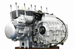 大型バイクのエンジン整備の写真素材 [FYI01176189]