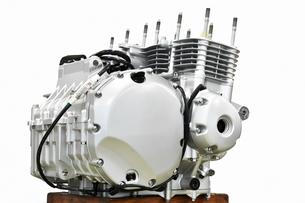 大型バイクのエンジン整備の写真素材 [FYI01176190]