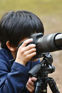 少年のカメラマンの写真素材 [FYI01176430]