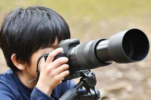 少年のカメラマンの写真素材 [FYI01176431]