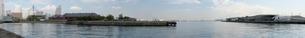 朝の横浜港のパノラマ写真の写真素材 [FYI01176676]