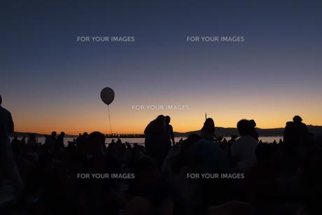 ビーチ サンセット シルエット 風景 背景の写真素材 [FYI01177256]
