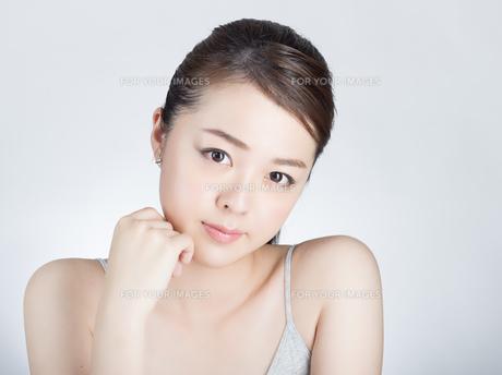 女性スキンケア・ビューティーイメージの写真素材 [FYI01177470]