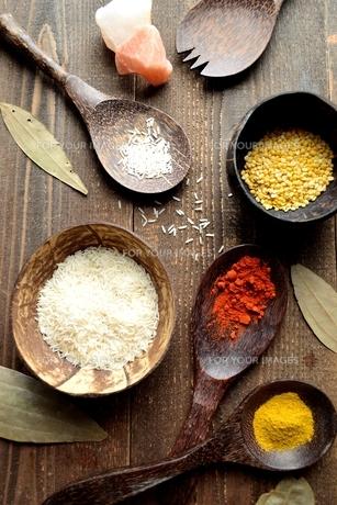 スパイスとインド料理食材の写真素材 [FYI01177559]