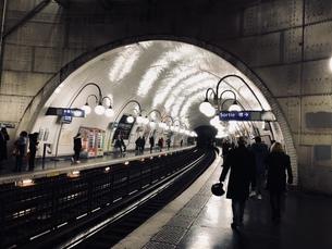 パリ メトロ駅の写真素材 [FYI01178159]