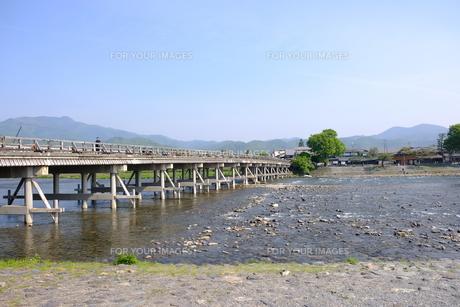 京都嵐山の渡月橋の写真素材 [FYI01178575]