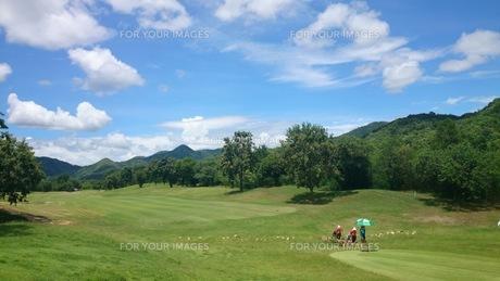 国境近くのゴルフ場の写真素材 [FYI01179200]
