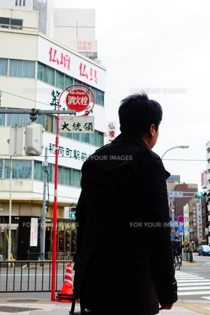 中年男性背中の写真素材 [FYI01179425]