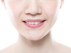 女性の正面の顔の写真素材 [FYI01180009]