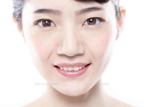 女性の正面の顔の写真素材 [FYI01180010]
