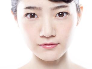 女性の正面の顔の写真素材 [FYI01180011]