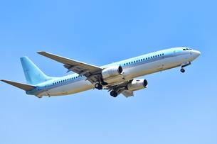着陸態勢の旅客機の写真素材 [FYI01180347]