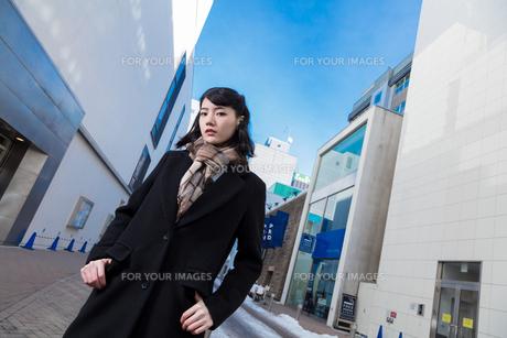 女性ファッションイメージの写真素材 [FYI01180546]