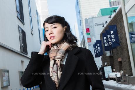 女性ファッションイメージの写真素材 [FYI01180550]