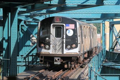 ニューヨーク地下鉄 クィーンズボロ駅にての写真素材 [FYI01180758]