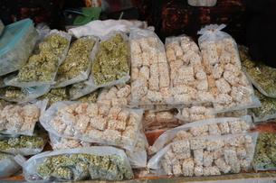 屋台で売られているポン菓子の写真素材 [FYI01180767]