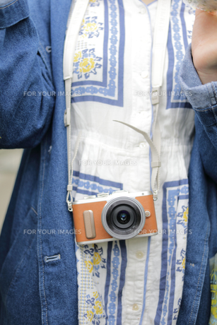 カメラ女子の写真素材 [FYI01180812]