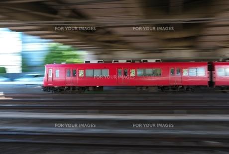 私鉄電車の流し撮りの写真素材 [FYI01180974]
