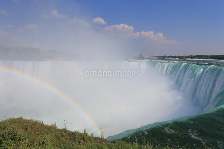 ナイアガラと虹 カナダ側の写真素材 [FYI01181232]