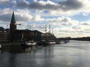 ブレーメンの川沿いでの写真素材 [FYI01181299]