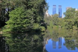 セントラルパーク 池 夏 ニューヨークの写真素材 [FYI01181326]