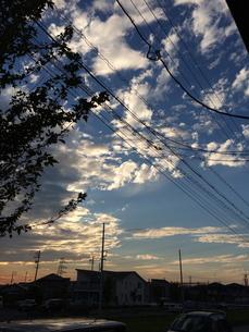 雨上がりの夕暮れの空の写真素材 [FYI01181445]