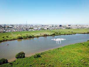 江戸川上空のドローンの写真素材 [FYI01181893]
