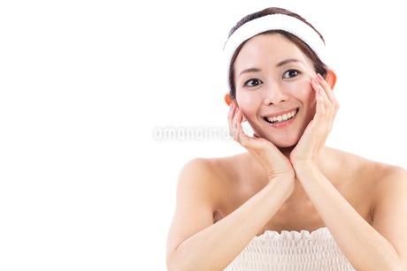 頬杖をつく女性の写真素材 [FYI01181976]