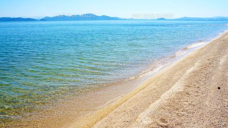 夏の名残りのびわ湖岸の写真素材 [FYI01182689]
