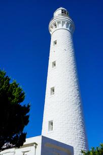 夏の青空に映える日御碕灯台の写真素材 [FYI01182692]