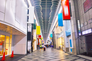 夜の心斎橋商店街の写真素材 [FYI01182803]
