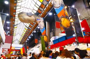 昼の黒門市場商店街の写真素材 [FYI01182809]