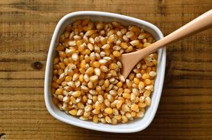 ポップコーン原料豆の写真素材 [FYI01183277]