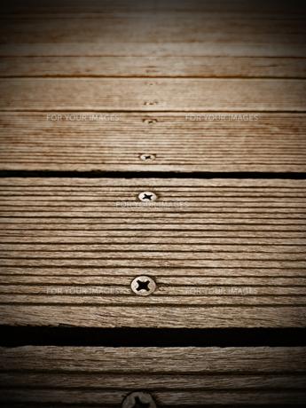ボードウォーク ネジ 木材の床の写真素材 [FYI01183340]