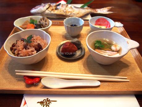 お食い初めの料理の写真素材 [FYI01183448]