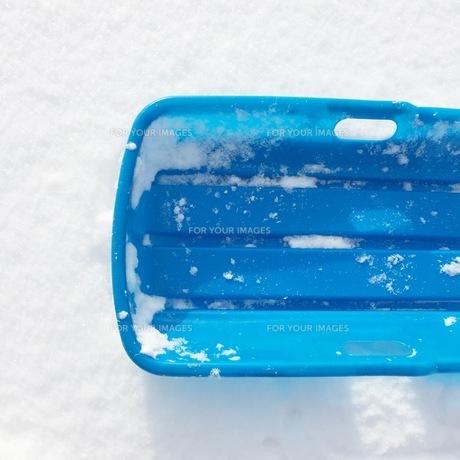 パウダースノーと雪遊びの写真素材 [FYI01183529]