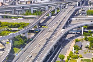 高速道路のインターチェンジの写真素材 [FYI01183760]