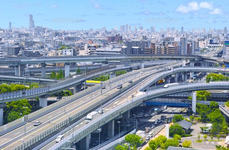 高速道路のインターチェンジの写真素材 [FYI01183767]