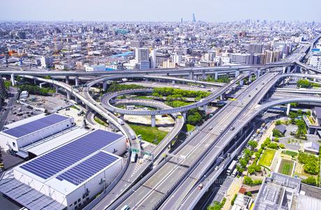 高速道路のインターチェンジの写真素材 [FYI01183768]