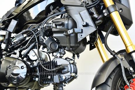 整備中のオートバイの写真素材 [FYI01184065]