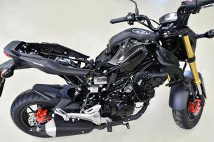 整備中のオートバイの写真素材 [FYI01184067]