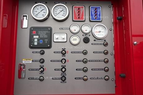 消防ポンプ車 計器類の写真素材 [FYI01184157]