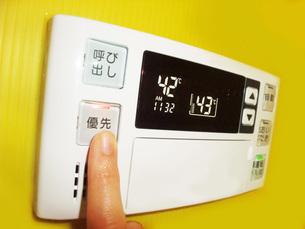 給湯器のリモコンの写真素材 [FYI01184263]