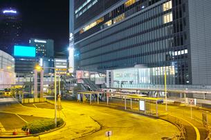 夜の新横浜駅前の風景の写真素材 [FYI01184275]