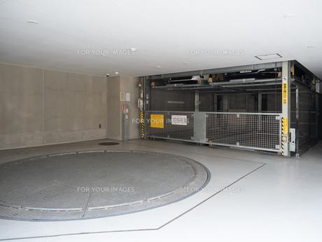 機械式駐車場の写真素材 [FYI01184348]
