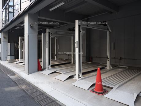 機械式駐車場の写真素材 [FYI01184349]